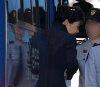 53일만에 모습드러낸 朴…사복·무표정·올림머리