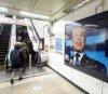 지하철역에 뜬 문재인 대통령 축하 광고