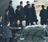 차량으로 이동하는 김여정-김영남