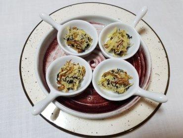 아름다운 떡, 먹고싶은 떡, 은은한 삼색의 고물을 묻힌 '색단자'