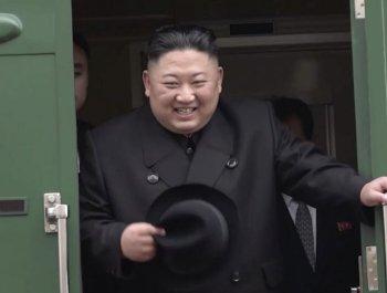"""김정은, 기자의 돌발 질문에 """"유익한 대화 될 것"""""""