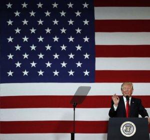 트럼프 공약 GDP 연간성장률 3% 가능할까…버...