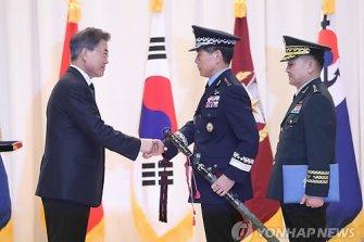 장군되면 남한은 칼 주는데, 북한은?