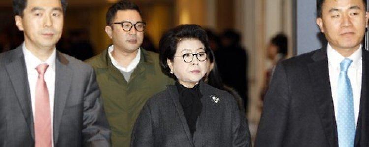 김윤옥 '다스 법인카드' 4억 사용 정황 포착