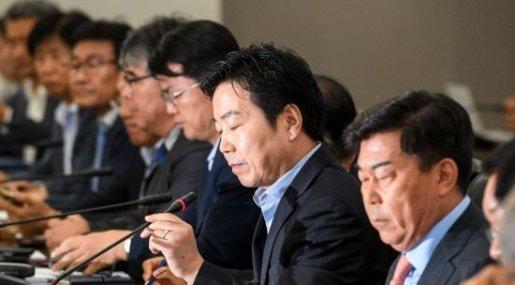세 개의 화살 맞은 한국 중소기업