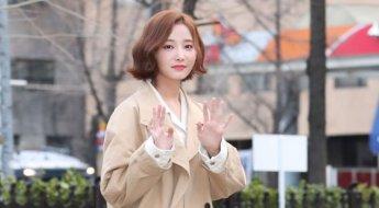 모모랜드 연우, 발그레한 핑크빛 두 뺨 '봄 내음 물씬'(NC화보)