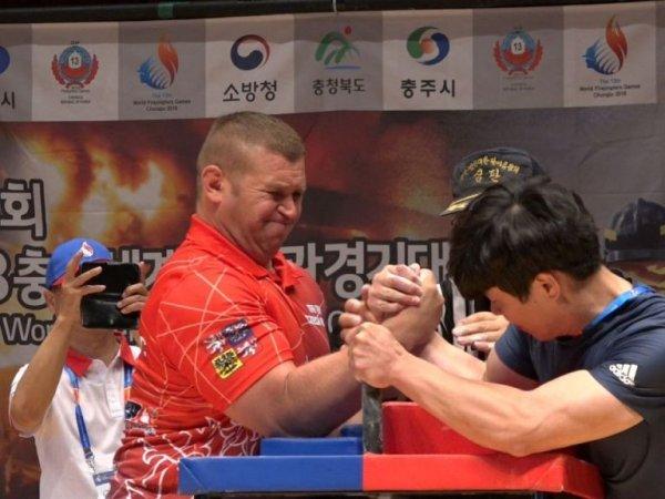 [이색 현장] 78kg 한국 소방관 vs 117kg 체코 소방관 대결, 승자는?(영상)