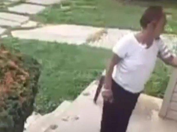 옆집 개똥 참다 못한 집주인의 '복수' 방법은?(영상)