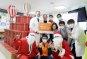 [포토]갤러리아百, 환아 병실에 크리스마스 나눔트리 희망 전달