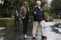 """트럼프 부인, 킬힐 신고 수해지역 방문 나서 비난…""""홍수 보러가는 바비인형"""""""