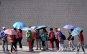 [포토] 우산으로 햇볕 가리는 관광객들