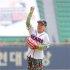 배우 김수미, 두산 개막 2차전 시구 나섰다[스포츠투데이]