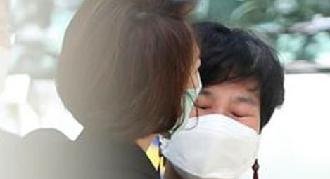 김경수 부인 안고 눈물