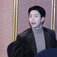 '복수해라' 윤현민, 대기중에도 잘생김