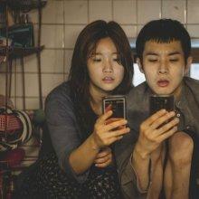 [칸영화제 리뷰]'기생충' 멀리서 보면 희극, 가까이서 보면 비극 '봉준호의 엔드게임'
