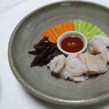 흰 살 생선으로 만드는 담백한 고급음식 '어채'