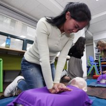 [포토] 심폐소생술 실습하는 외국인학교 교직원들