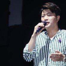 김호중 첫 정규 앨범, 하루도 안돼 41만장 팔려…아이돌급 화력