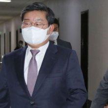 정보위 출석하는 박지원 국정원장