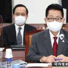 답변하는 박지원 국정원장