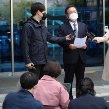[포토]임시 사무실 앞 소감 밝히는 김부겸 총리 후보자