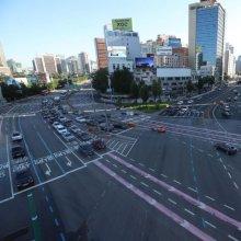 비교적 한산한 도심 도로