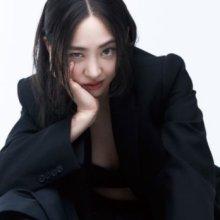 김다솜, 거침없는 눈빛