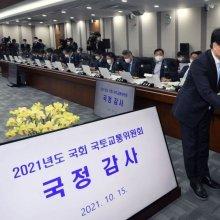 [포토]선서문 전달하는 김경욱 사장