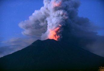 또 불붙은 印尼 발리섬 화산…일부 항공편 결항·지연