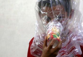 '종이컵 방독면이 화학무기를 막아낼까'…이들리브 주민, 최후의날 준비