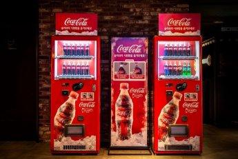 코카콜라를 흔들면 슬러시로 변신하는 자판기…첨단 기술 옷 입는 푸드