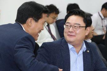 """한국당 초선 의원들 """"당협위원장직 내려놓겠다"""""""