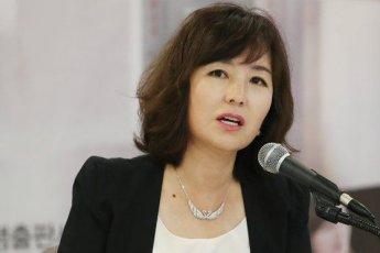 """소설가 공지영 """"'논두렁시계 2' 재현되고 있다"""""""