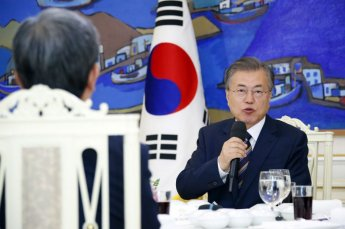 """문 대통령, 북한 발사체를 '단도미사일'이라고 했다가 """"실수"""""""