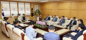 전남대 총동창회, 세계수영대회 입장권 모교에 기부