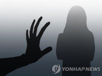 손가락으로 보낸 '1.1.2' 신호…알아챈 시민이 납치 당하던 여성 구했다