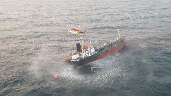 제주 바다 침수 유조선 선원 13명 모두 구조(종합)