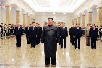 김정은, '김정일 생일' 맞아 금수산 참배…코로나에 공개활동 22일만