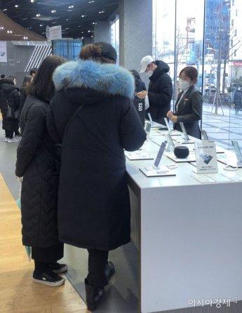 [르포]갤럭시Z 플립, 애플빠도 홀렸다