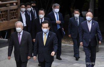 [포토] 굳은 표정으로 걷는 노사정 대표자들