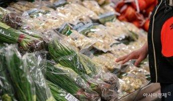 집밥 수요 더 느는데…식재료 가격 줄줄이 인상