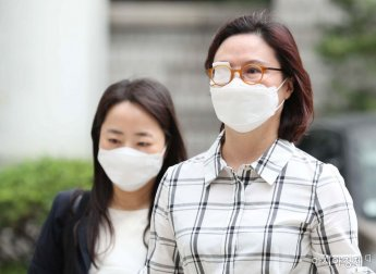 정경심, 재판중 쓰러져… 인근 병원으로 후송 치료중(종합)