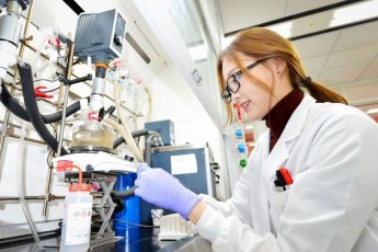 LG화학, 세계 최초 단일 소재 '썩는 플라스틱' 개발