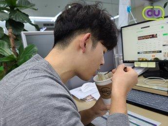 커피컵에 담아 먹는 잔치 국수…CU, '누들리카노' 출시