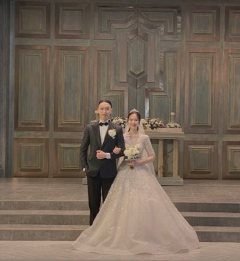 """비와이, 8년 연인과 결혼 사진 공개…""""너무 행복하다. 사랑해요"""""""