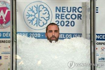 얼음 속에서 2시간 반 버텨 '세계 신기록'…소아암 환자 기금 마련 위해