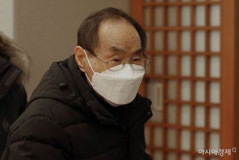 [포토] 조문 마치고 빈소 나서는 권오헌 양심수후원회 명예회장