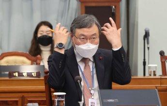 22일 신현수 민정수석 거취 분수령…靑 출근 후 메시지 관심