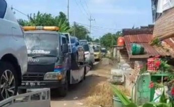 땅 팔아 '돈 벼락' 맞은 시골 주민들, 새 차 176대 구입