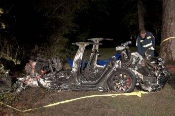 운전자 없는 테슬라 차량 나무와 충돌‥2명 사망